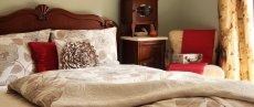 Sypialnia urządzona klasycznie